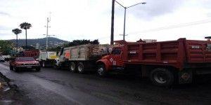 Incendian otro camión y CTM mantiene el bloqueo en carretera de Oaxaca