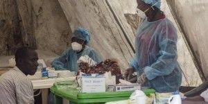 Evacuan a británico contagiado de ébola