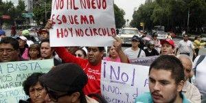 Protestan frente al SAT por Hoy No Circula