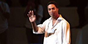 Ronaldinho retrasa su arribo a México