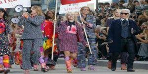 Chanel presenta colección en marcha feminista