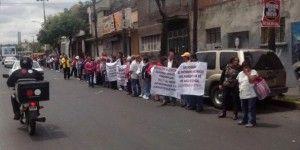Vecinos de Álvaro Obregón protestan contra Tren México-Toluca
