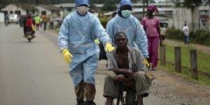 Clínicas de ébola atestadas rechazan a pacientes