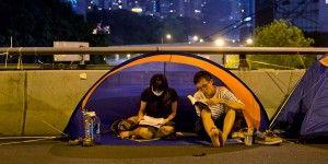 Manifestantes de Hong Kong votarán para saber si permanecen en las calles
