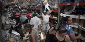 Extranjeros regresan a pagar los objetos que se robaron en BCS