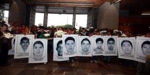 Se reúnen Osorio Chong y Murillo Karam con padres de normalistas desaparecidos