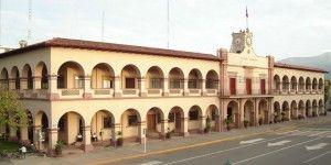 Autodefensas liberan alcaldía de Apatzingán