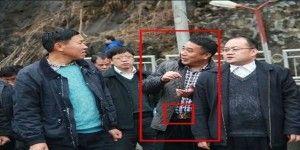 Indagan a funcionario chino por vestir cinturón de marca