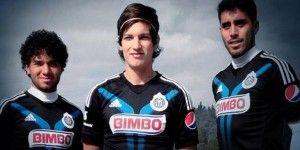 Presenta Chivas nuevo uniforme
