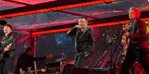 Bono es reemplazado por Springsteen y Martin