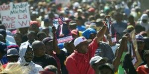 Miles protestan contra Gobierno en Haití