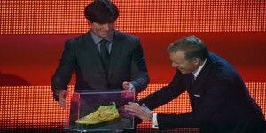 Subastan zapato del gol de la final mundialista