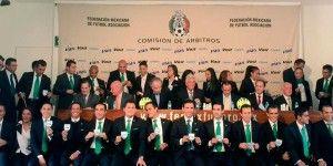 Entregan 31 gafetes FIFA a árbitros mexicanos