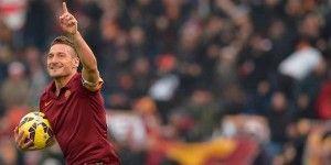Con dos goles de Totti, Roma empata derbi ante Lazio