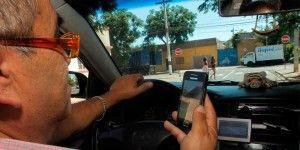 ¿Cuánto cuesta la multa por usar el teléfono al manejar?
