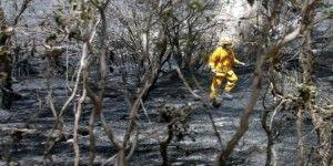 Australianos dejan sus casas por avance de incendios