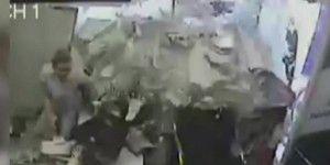 Mujer se salva después que una camioneta derribó su oficina
