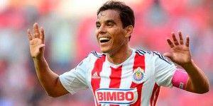 Omar Bravo renueva con Chivas por dos años más