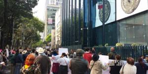 Ahorradores de Ficrea se manifiestan frente a PGR