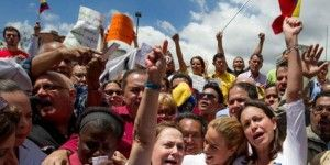 Se manifiestan en Caracas por detención de alcalde