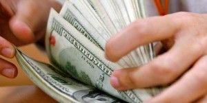 Dólar cierra en 15.67 pesos