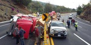 Vuelca camión en Autopista México-Cuernavaca