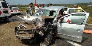 Automóvil choca contra camión de volteo en Veracruz