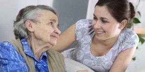 Proponen sancionar a quien abandone a un adulto mayor