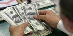 Cierra el dólar en 17.70 pesos