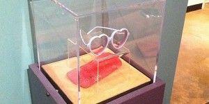 Detienen a presunto ladrón de lentes de Elton John