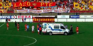 Muere futbolista tras desvanecerse en partido