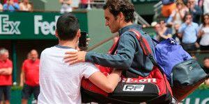 "Intruso intenta tomarse ""selfie"" con Federer"