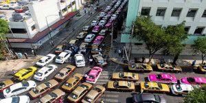 Taxistas piden retiro de Uber y Cabify