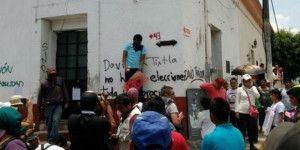 Vandalizan sedes de partidos políticos en Tixtla