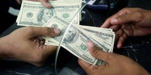 Venden dólar en $15.26 en promedio en AICM