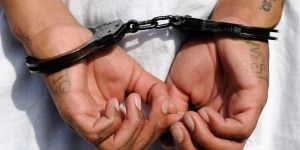 esposas detenidos