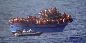Desembarcan cientos de inmigrantes en costas italianas