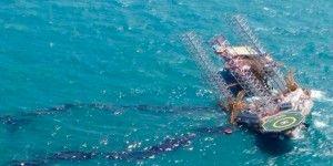 Dos muertos en accidente de plataforma de Pemex
