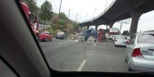 Vuelca tráiler en la Autopista México – Querétaro