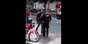 Sancionarán a policía que peleó con motociclista