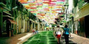 Instalan miles de sombrillas para el Festival de las Estaciones en Chihuahua