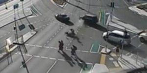 Video: cuatro estudiantes se salvan en accidente automovilístico