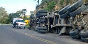Vuelca tráiler en la carretera México-Puebla