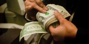 Dólar cierra en 16.63 pesos