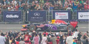 Pilotos de F1 emocionan en el Zócalo capitalino