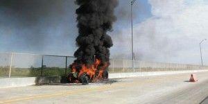 Tractor se incendia en puente internacional Reynosa-Pharr