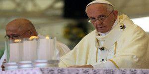 Tuit de papa Francisco sobre refugiados provoca polémica