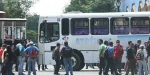 Continúan doce bloqueos en carreteras de Oaxaca