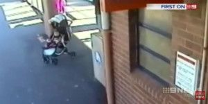Salva a su nieta de ser atropellada por un tren