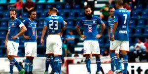 Cruz Azul se estrena con derrota ante Monarcas